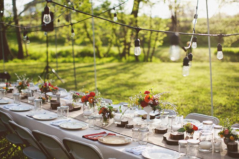 A backyard f te Backyard party table settings