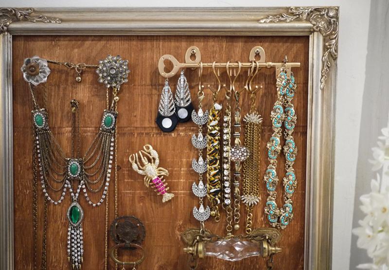 Diy jewelry display with lulu frost honestly wtf - Expositor de bisuteria ...