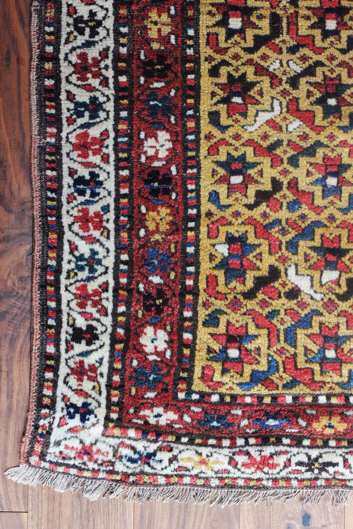 Can You Explain Why Wear And Tear Is Okay When Buying An Antique Rug? We  Like To Call U201cwear And Tearu201d Pile That Has Receded. An Antique Rug Begins  As A Rug ...