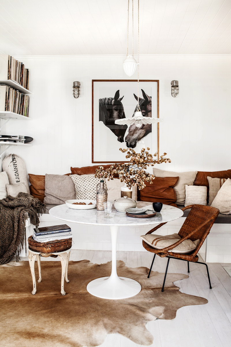 Rustic Boho Chic Interior Design in a Breakfast Room by Kara Rosenlund. Saarinen marble top table with rustic rattan chair and built-in banquette. #rusticdecor #midcenturymodern #breakfastnook #boho