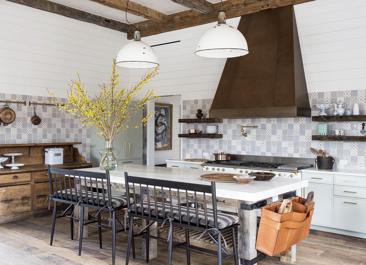 A Lofty & Dreamy Farmhouse with Rustic Elegant Decor to Fall For! #farmhosuekitchen