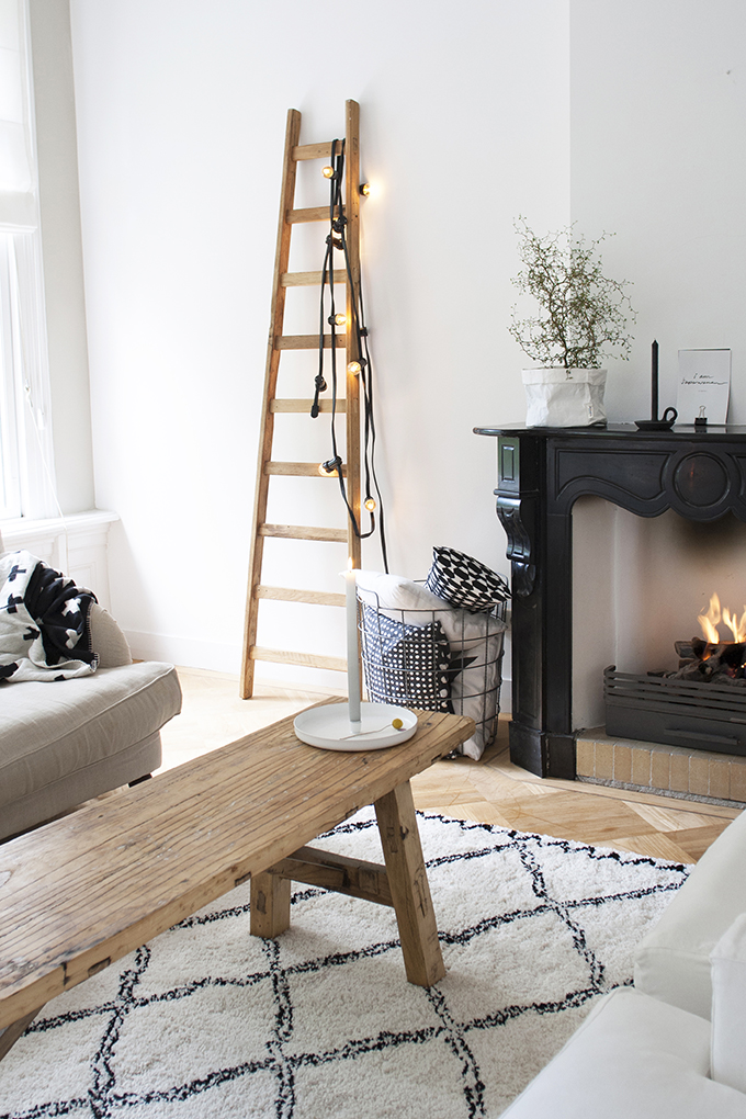 White (or Black?) Fireplace Mantles – Honestly WTF