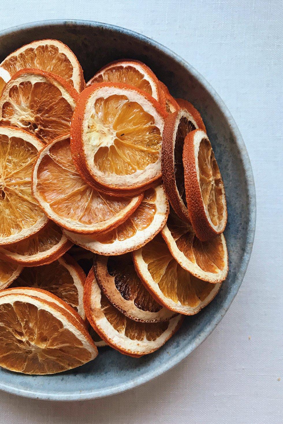 buy popular a14da 665bc DIY Dried Citrus Garlands – Honestly WTF