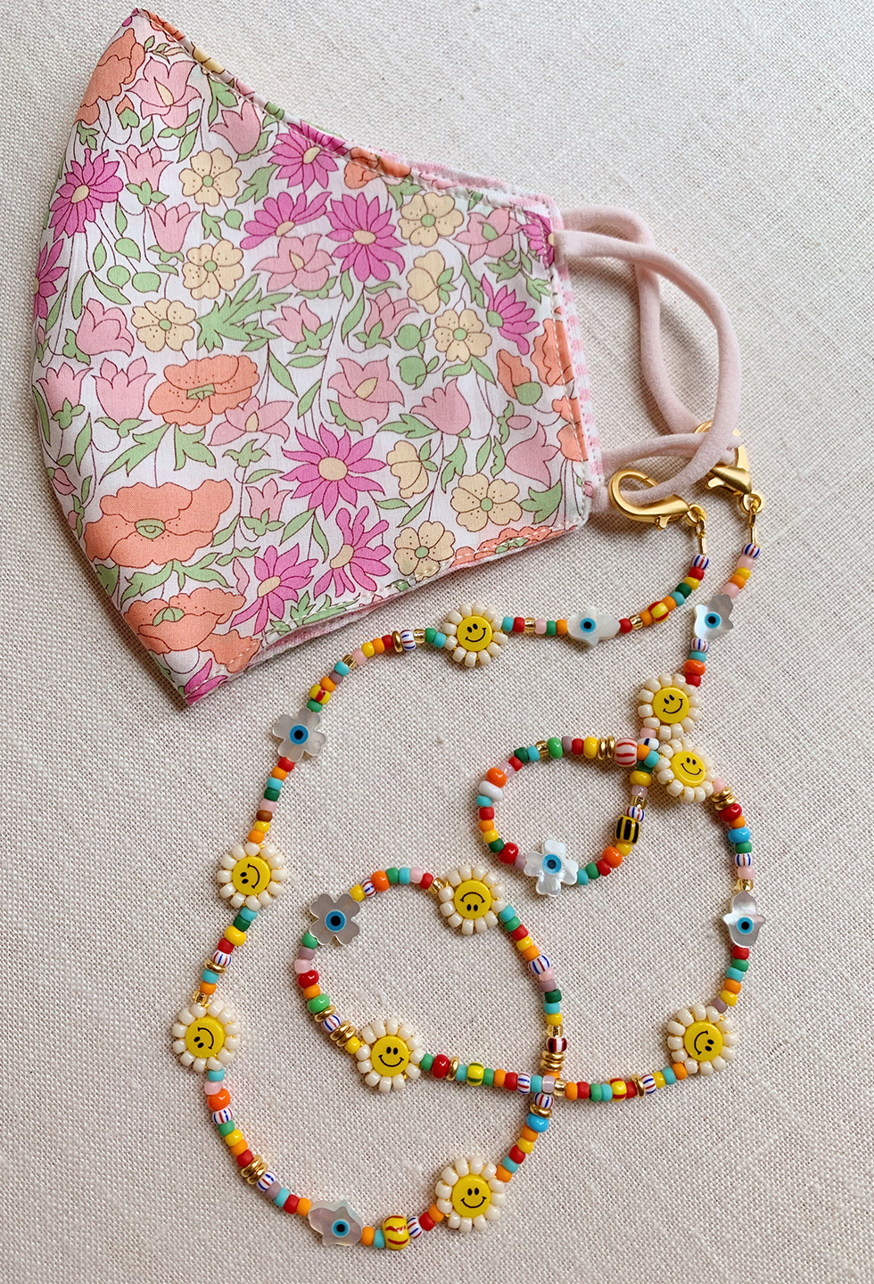Image of a Beaded Mask Chain to hold your mask